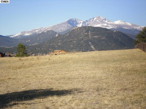 2.5 acre lot with big mountain views.