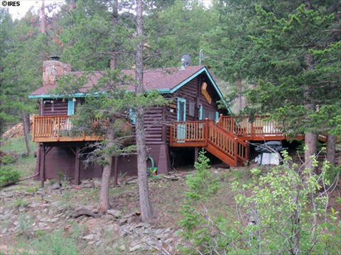 Full Log Cabin adjoins Rocky Mountain National Park.