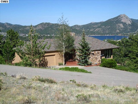 Large deck for entertaining and expansive lake & mountain views.